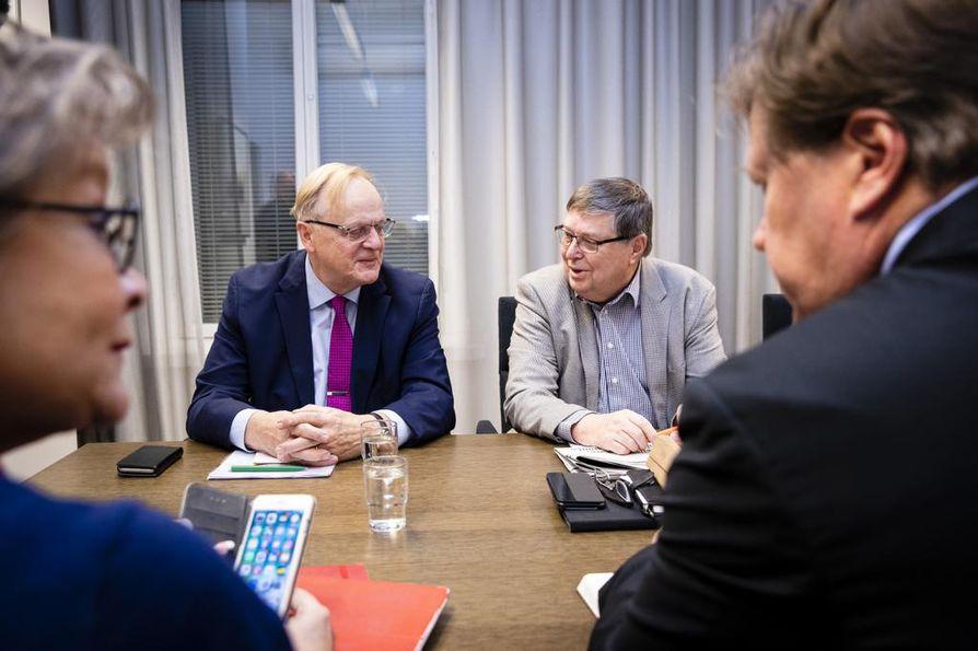 Postin kiistaa varten perustetussa selvitysryhmässä ovat PAMin entinen puheenjohtaja Ann Selin, SAK:n entinen puheenjohtaja Lauri Ihalainen, EK:sta eläköitynyt työmarkkinajohtaja Lasse Lattunen sekä työmarkkina-asiantuntija Jukka Ahtela.
