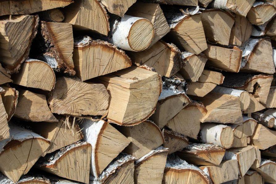 Kaikki Suomessa myytävät polttopuut eivät ole kotimaista. Myynnissä on myös Venäjältä ja erityisesti Virosta tulevaa polttopuuta.
