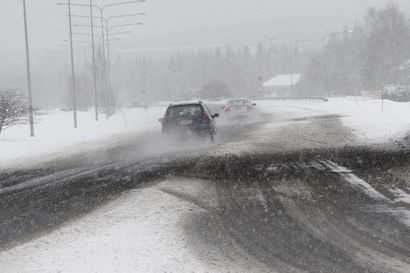 Maanantaina luvassa lunta, räntää ja tuulta – Paluuliikenteen varhainen lähtijä ajaa paremmassa kelissä