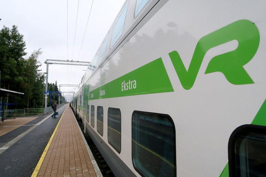 Konduktöörit eivät enää syyskuun alusta alkaen ota junissa vastaan käteistä.