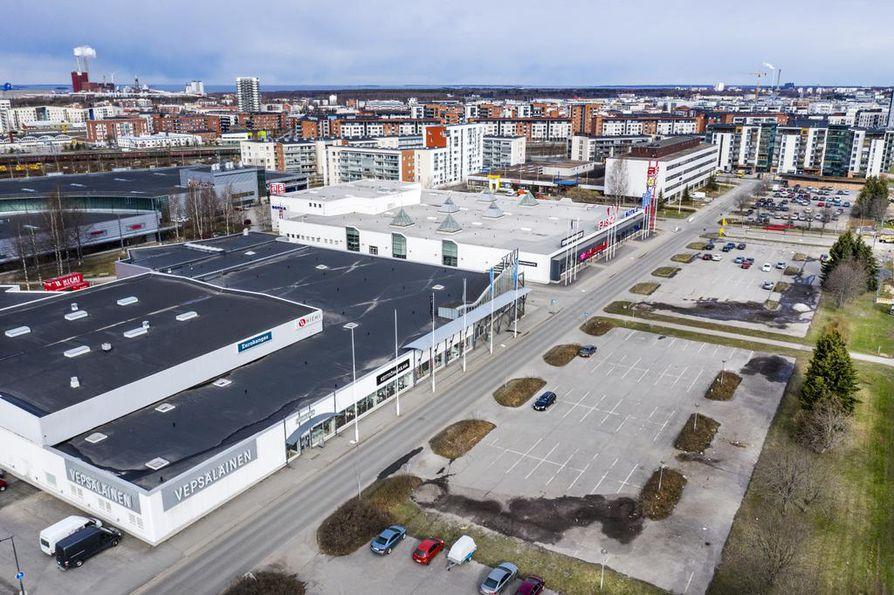 Taka-Lyötyn aukion parkkipaikalle rakennetaan neljä uutta kerrostaloa. Asemakaavaan on jätetty tilaa myös huonekaluliikkeiden asiakaspysäköinnille.