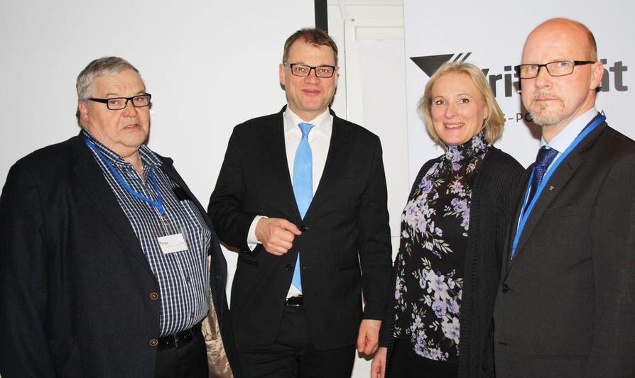 Pääministeri kutsui yrittäjät keskustelutilaisuuteen. Kuvassa Eero Koskelainen, Juha Sipilä, Marjo Kolehmainen ja Jussi Riikonen.