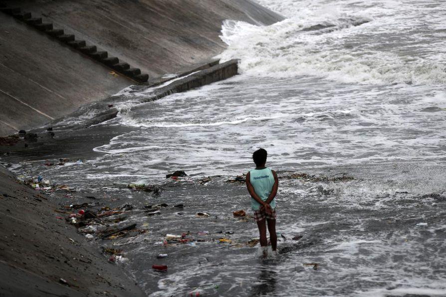 Supertaifuuni Mangkhut riepottelee Filippiinien pohjoisosia.