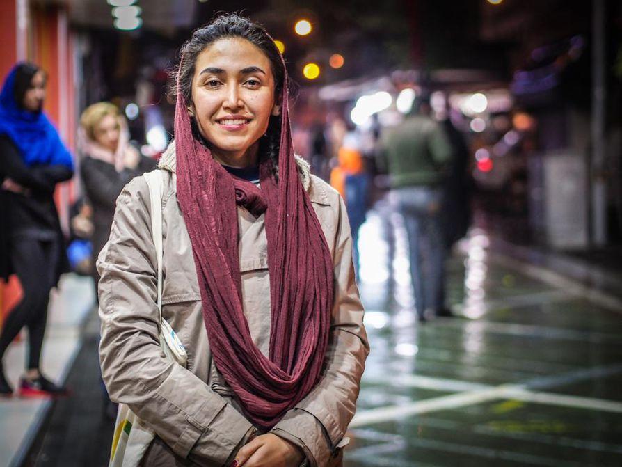 Emma Vepsä tapasi Teheranissa vanhan liftarituttunsa Shadi Ganjin.