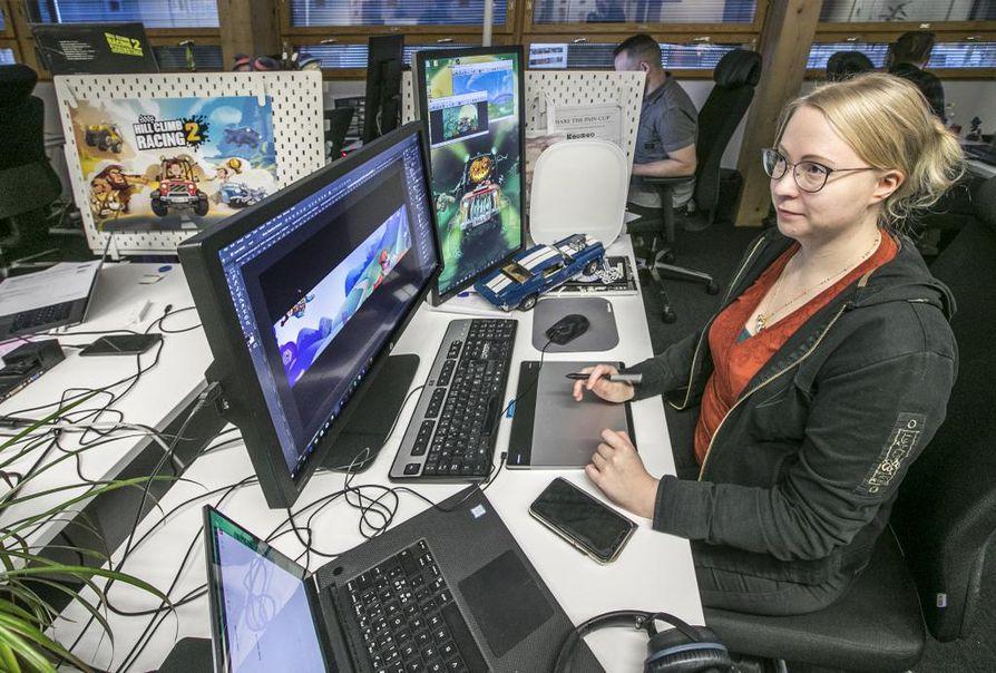 Graafikko Julianna Kähtävä työskentelee Hill Climb Racing II -tiimissä. Hän osallistui aikoinaan ensimmäiseen Oulu Game Lab -koulutukseen. Sen jälkeen työpaikka löytyi Fingersoftilta.