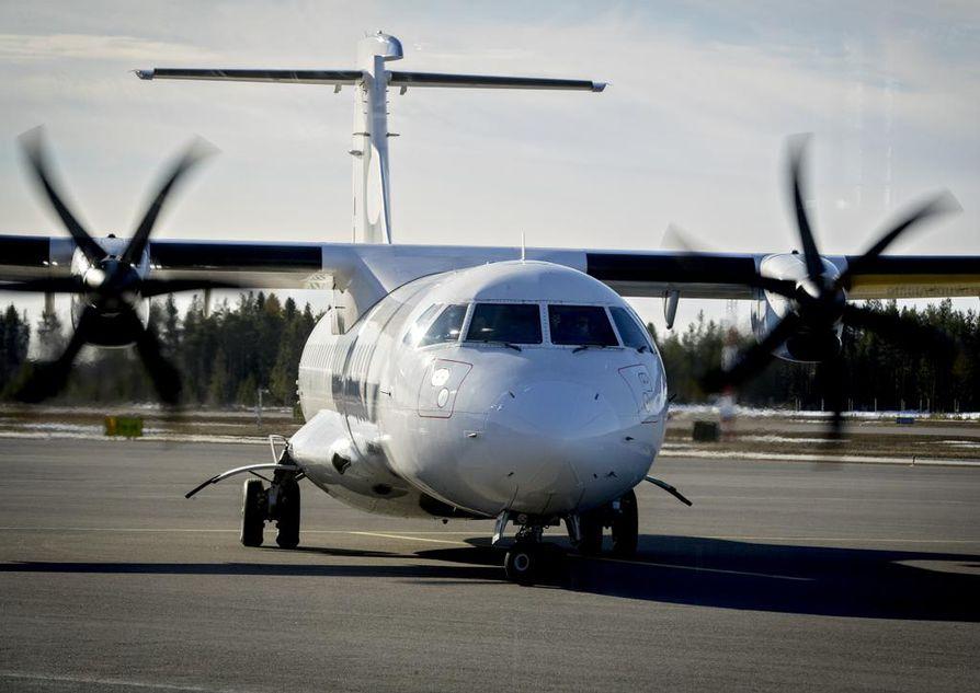 Oulun lentoasemalla oli torstaiaamuna hiljaista. Pieni ATR-kone matkasi kohti Helsinkiä. Helsingistä Ouluun saapui yhdeksän aikoihin kuusi matkustajaa.