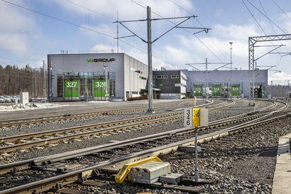 """Ouluun kunnostettavaksi saapuvia Deutsche Bahnin vaunuja viety Pieksämäelle maalattaviksi, ensimmäiset vaunut Ouluun lähiaikoina – """"Tarkoituksena on toimittaa junat Norjaan lokakuun loppupuolella"""""""