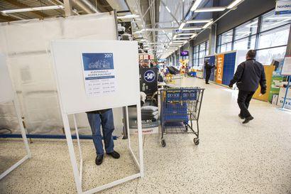 """Raahen Seudun lukijat eivät halua siirtää kunnallisvaaleja: """"Eihän äänestys ole kaupassa käyntiä kummempaa."""""""