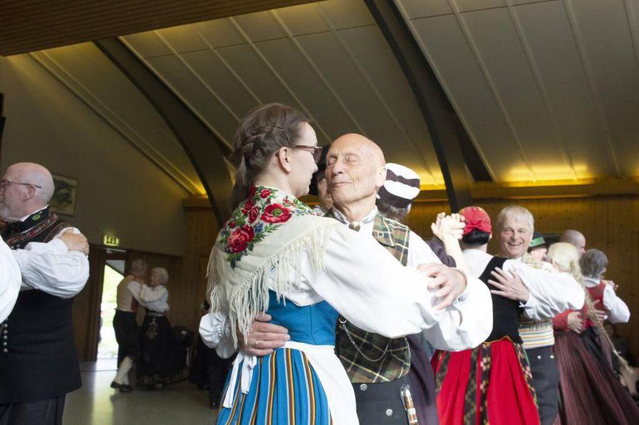 Pohjoismainen yhteistyö on yhä voimissaan Oulaisten ja sen ystävyyskaupunkien välillä, mutta kunnanisien ja -äitien sijaan suhteita pitävät yllä kansantanssin harrastajat.