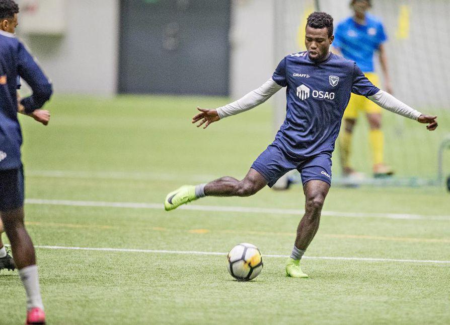 Nigerialainen Felix Orishani on vihdoin saanut oleskeluluvan, ja sen myötä hänelle voidaan myöntää myös pelilupa.