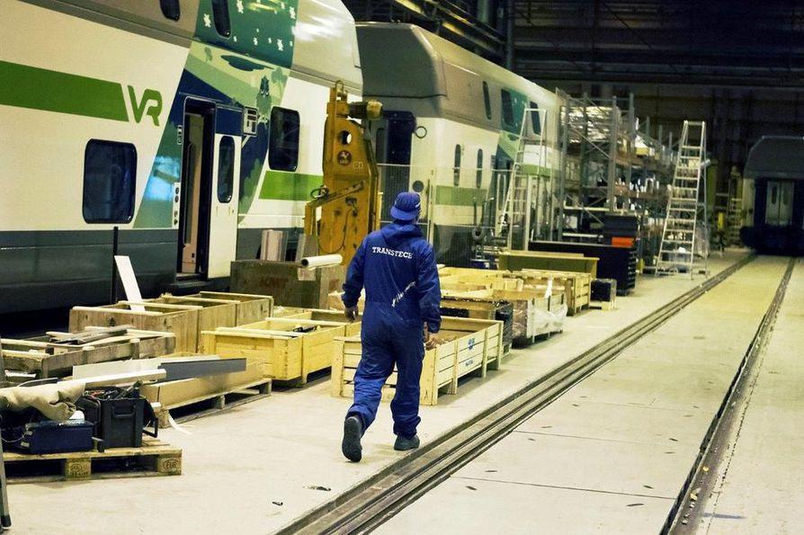 Uudistetun ravintolakonseptin mukaiset vaunut valmistetaan Kajaanissa Škoda Transtech Oy:n tehtaalla. Arkistokuva.