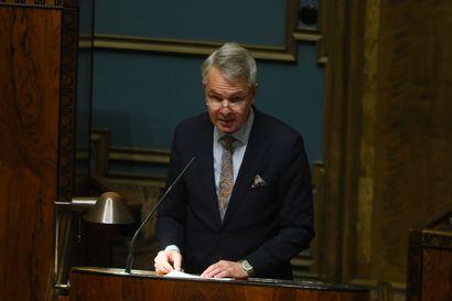 """Ministeri Haavistolta tivattiin: Myönnättekö rikkoneenne lakia? Haavisto: """"Otan moitteet vastaan"""""""