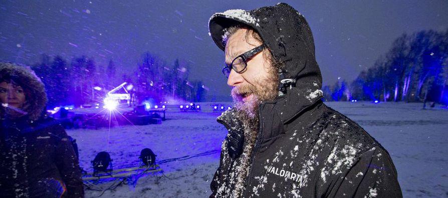 Valotaiteilija Kari Kola kehuu Kuusisaaren puiston infrastuktuuria.