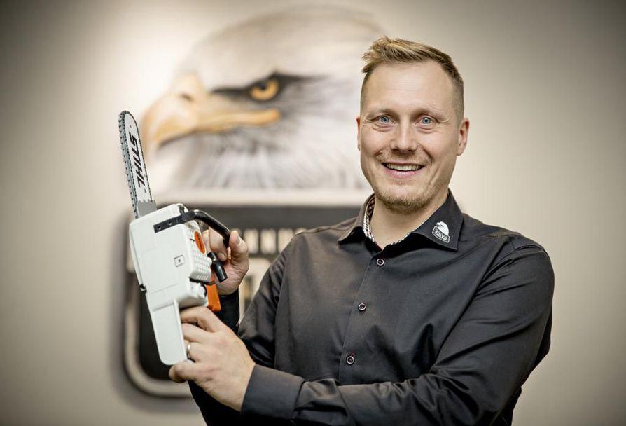 Rakennuspalveluyrittäjä Pekka Kokko pyrkii avaamaan uudistalon hintaan vaikuttavia tekijöitä. Kasvaneessa yrityksessä on töissä nyt 30 henkeä.