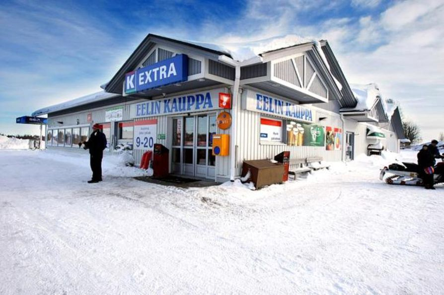 Juha Ylläsjärvi, who owns a grocery store near the Ylläs ski resort, remembers a situation where he had to wait several hours for the police to arrive.