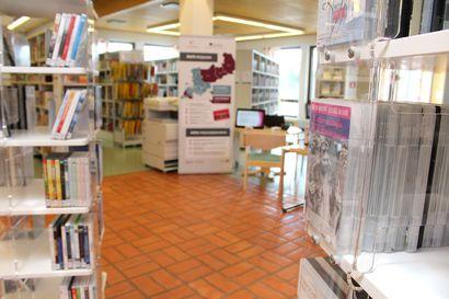 Kirjasto jättää jäähyväiset muovikasseille – asiakkaille tarjolla lainattavia kangaskasseja