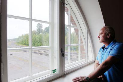 Rautatieasema palaa loistoonsa Torniossa – museoviranomaisten määräykset antoivat vanhan rakennuksen kunnostukseen haastetta