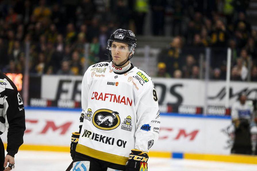 Oskar Osala on pelannut pudotuspeleissä monessa roolissa.
