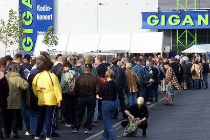 Syyskuu 20 vuotta sitten oli Oulussa avajaisten juhlaa: Stockmann saatiin vihdoin kaupunkiin, Giganttiin rynnittiin edullisten videonauhureiden perässä