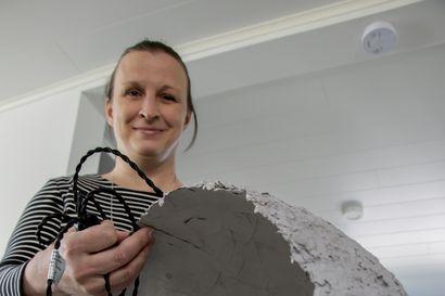 Kierrätyskalustein sisustettu koti - Kempeleläinen Hanne Ojuva on sisustanut kotinsa netistä ilmaiseksi saamillaan tavaroilla ja huonekaluilla
