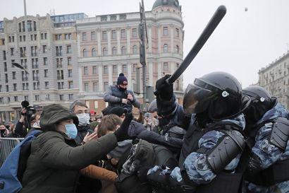 Mielenosoitusten poliisiväkivallan jälkipyykki jatkuu Venäjällä