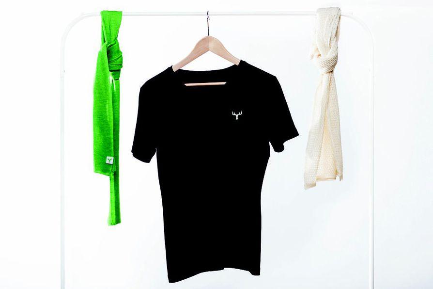 T-paita samoin kuin huivi ovat valmistettu uudenlaisin menetelmin eli kuivaamattomasta paperisellusta. Lähteekö tästä konseptista liikkeelle uusi menestystarina?