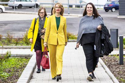 """Lapissa vieraillut ministeri Tytti Tuppurainen: """"Matkustusrajoitusten kevennyksillä oli tarkoitus helpottaa talven tilauslentojen järjestämistä"""""""