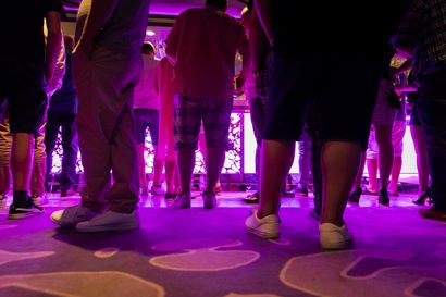 Näkökulma: Koronakupla vaihtui kuplivaan – kun juhliminen baareissa on kielletty, se tapahtuu salassa