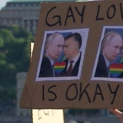 Tuhannet osoittivat mieltään Unkarissa homoseksuaalisuuden mainostamista kieltävää lakia vastaan