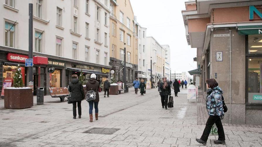 Oulun keskustan painopiste on siirtynyt kävelykatu Rotuaarilta. Arkistokuva vuodelta 2013.