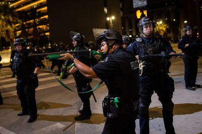 Wisconsin varautuu protesteihin, jotka seitsemän luotia tummaihoisen selkään käynnisti – Lastensa edessä poliisin ampuma mies on halvaantunut, asianajaja kertoo