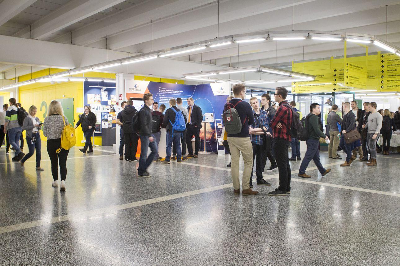Tieto korkeakoulujen lisäbudjetista otettiin ilolla vastaan: Oamk lisää paikkoja etenkin it-alalle, Oulun yliopistossa lisäpaikkoja suunnitellaan osaajapulasta kärsiville aloille