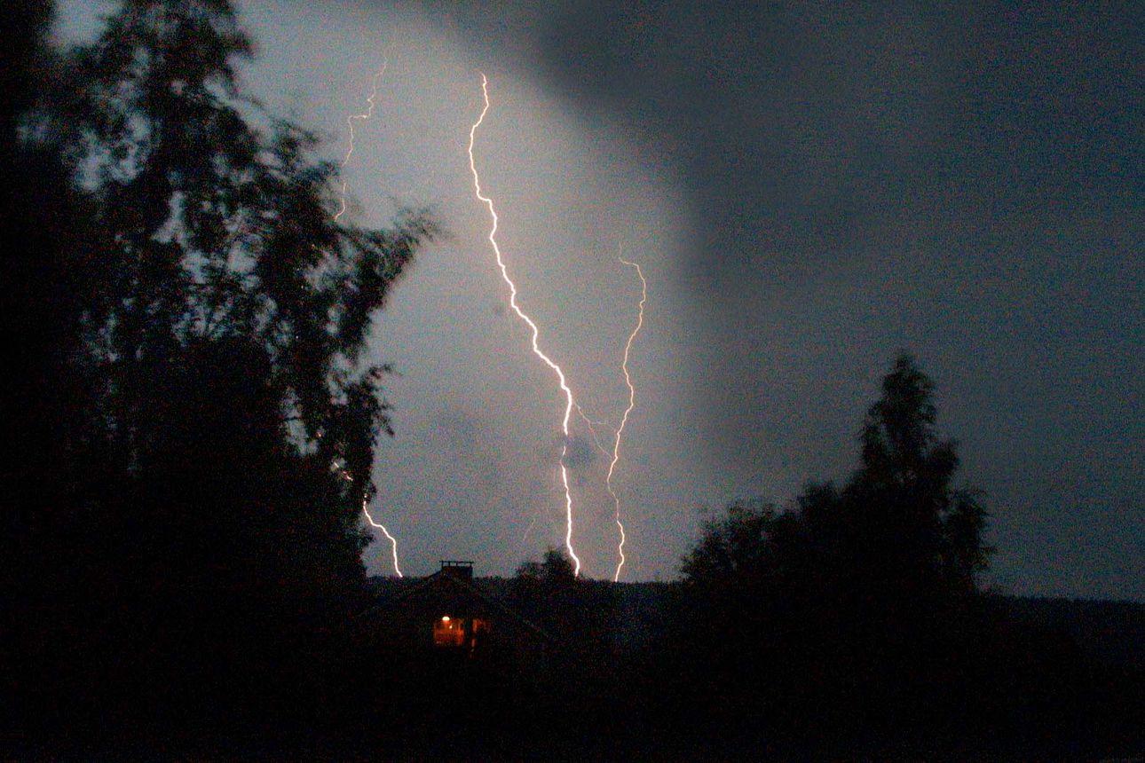 Alkava viikko on epävakainen ja sateinen – maanantaina odotettavissa voimakkaita ukkospuuskia Oulun seudulle