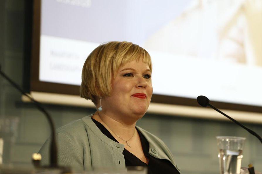 Perhe- ja peruspalveluministeri Annika Saarikko (kesk.) esitteli hallituksen uutta soten valinnanvapausesitystä torstaina valtioneuvostossa.