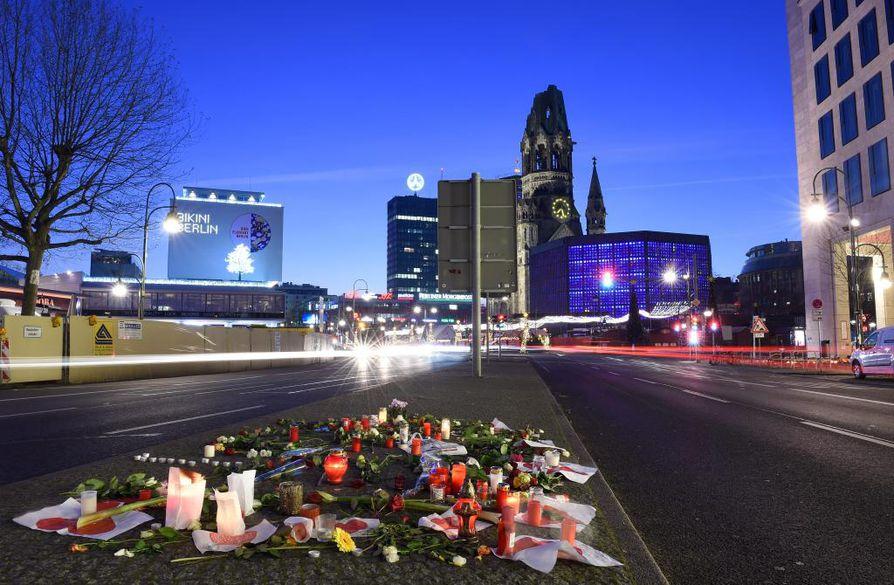 Berliinin jouluntorin iskussa kuoli 12 ja loukkaantui ainakin 48 henkilöä.