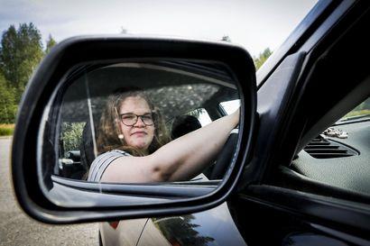 """Alaikäiset ajokortilliset ovat riskialtis kuljettajaryhmä –""""Asiallisiakin ajajia on"""""""