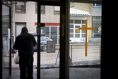 Lähes 400 oululaista kotitaloutta haki seurakunnalta korona-avustusta – taustalla usein lomautus tai irtisanominen