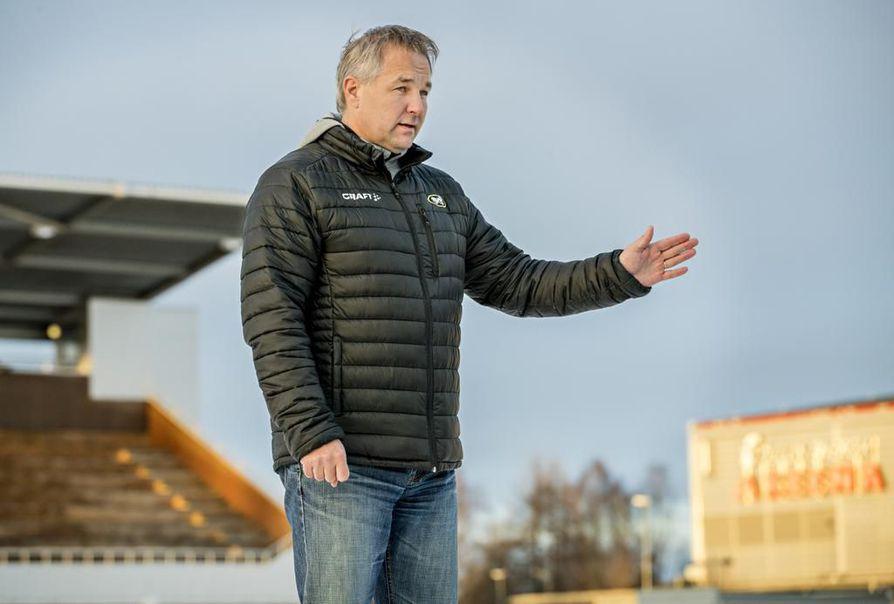 Kärppien toimitusjohtaja Tommi Virkkunen kertoo, että kesken jäänyt liigakausi jättää Kärppien kassaan satojen tuhansien eurojen loven.
