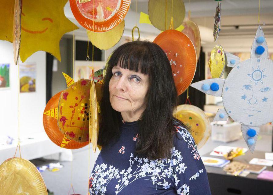 Ulla Kaislaranta jäi eläkkeelle Oulun taidekoulusta viime keväänä.