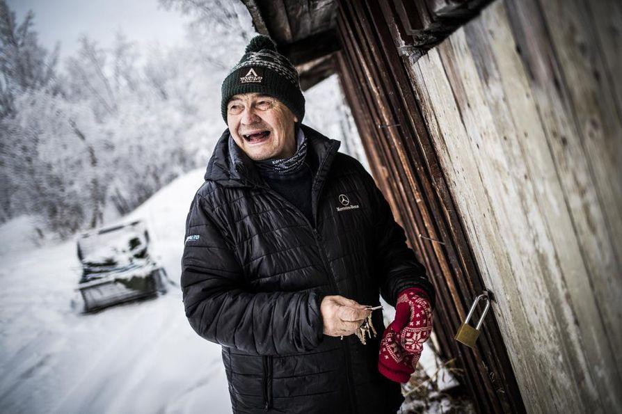 Porotöiden aikaan Johan Aslak Labba ajaa yhä Hetasta Pousujärven talolleen lähelle Kilpisjärveä ja lähtee tunturiin.