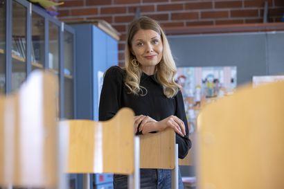 """Oululainen Anna Isola kirjoitti esikoisromaaninsa opettajuudesta erilaisella otteella: """"Eivät kaikki päädy opettajiksi siksi, että heillä on siihen sisäinen palo"""""""