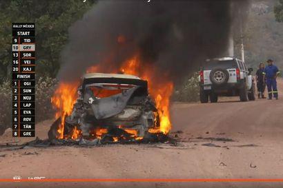 """Esapekka Lapin auto paloi soihtuna Meksikon MM-rallissa """"En tiedä yhtään, mitä tapahtui"""""""
