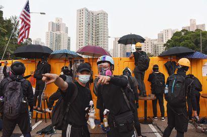 Koulut keskeyttävät opetuksen Hongkongissa – Pohjoismaiset opiskelijat suuntaavat kotimatkalle levottomuuksien yltyessä