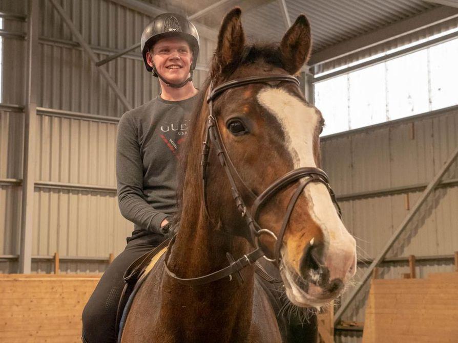 Oululainen Kalle Kokkonen lähtee oppisopimuksella opiskelemaan ratsuttajaksi yhteen Saksan arvostetuimmista talleista.