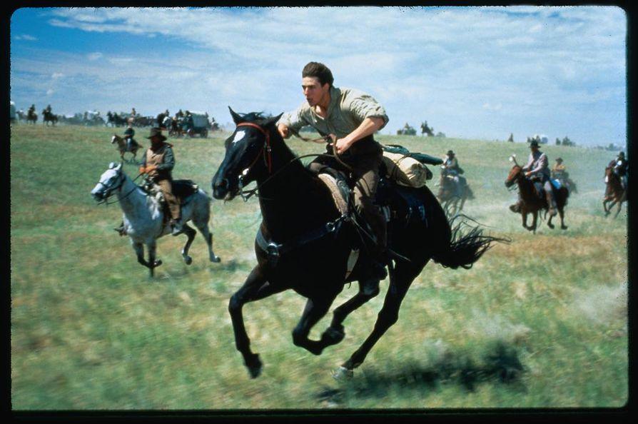 Kaukaisessa maassa torppari Joseph (Tom Cruise) ja maanomistajan tytär Shannon (Nicole Kidman) karkaavat Amerikkaan onneaan etsimään.