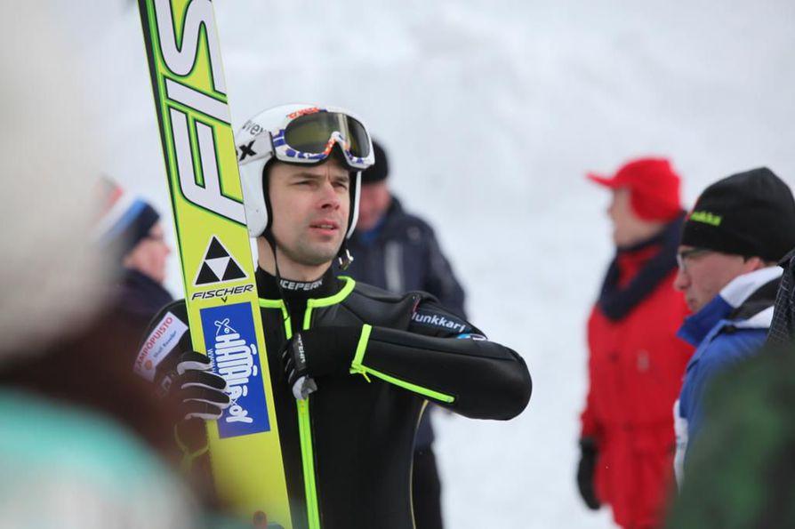 Matti Hautamäki hyppäsi kuudenneksi Suomen mestaruuskilpailuissa huhtikuussa 2012.