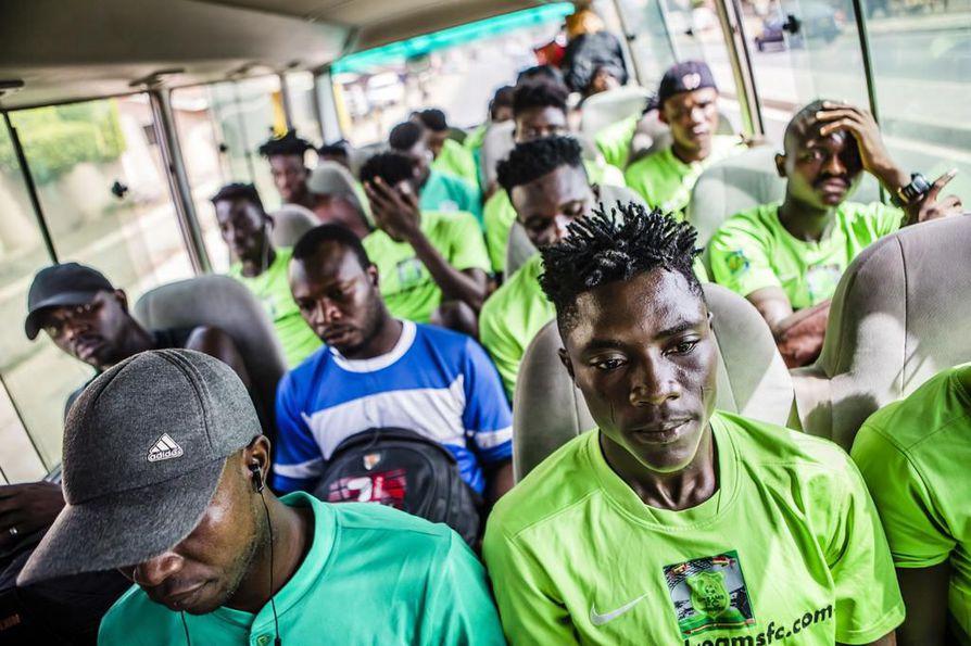 18-vuotias Ibrahim Issah on yksi kolmesta ghanalaisesta nuoresta, joiden toivotaan vahvistavan pian Rovaniemen Palloseuraa. Hän on ujon oloinen ja puhuu hennolla äänellä, mutta kentällä hänestä kuoriutuu ärhäkkä ja aggressiivinen taistelija.
