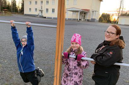 Torniossa taistellaan pienten koulujen puolesta – budjettikäsittelyssä esitetään koulujen lopettamista Pirkkiöstä ja Näätsaaresta