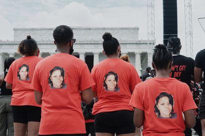 Yhdysvalloissa Breonna Taylorin ampunut poliisi syytteeseen – Louisvillen kaupunki julisti hätätilan mellakoiden pelossa