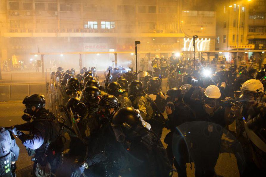Hongkongin tuoreimpaan mielenosoitukseen sunnuntaina osallistui poliisin mukaan yli 100000 ja järjestäjien mukaan yli 400000 tuhatta ihmistä.